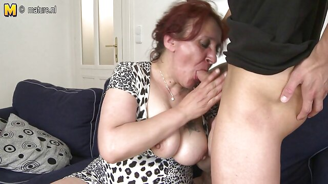 Zdejmuje majtki na darmowe porno matka i syn oczach koleżanki