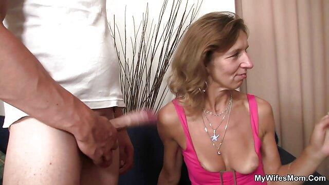 Niewolnik nazywa się ciężarną kobietą w pornusy filmy darmowe klatce, a następnie uruchamia gorący wosk na jego ciele