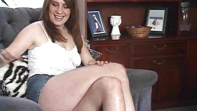 Brązowy model buta z drewnianą darmowe porno najmlodsze podstawką